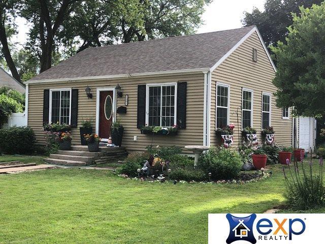 2402 Jackson Street, Bellevue, NE 68005 (MLS #21915289) :: Nebraska Home Sales