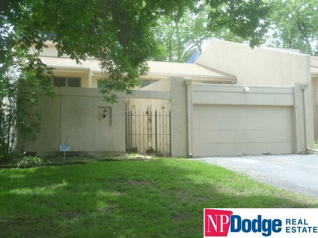 16005 Oak Plaza #1, Omaha, NE 68130 (MLS #21915760) :: Omaha's Elite Real Estate Group