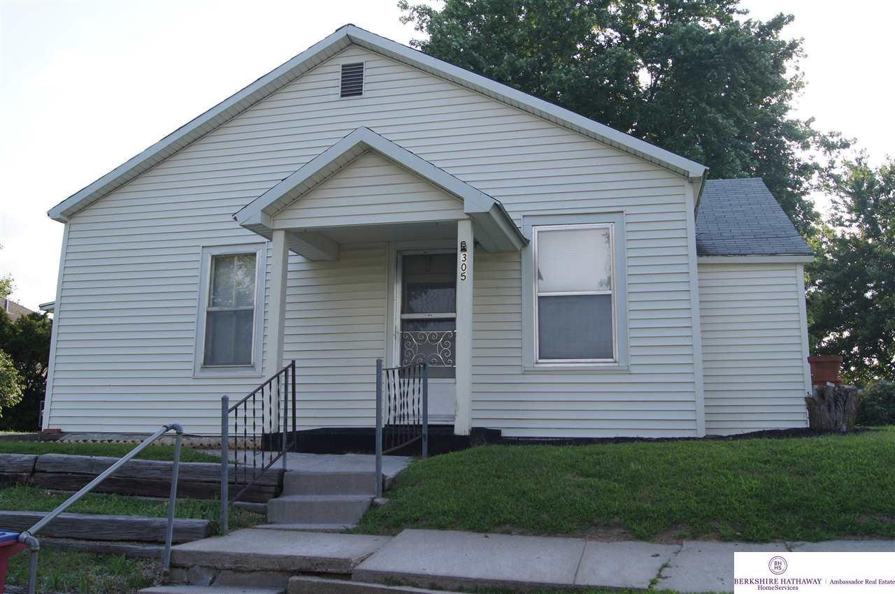 305 Oak Street - Photo 1