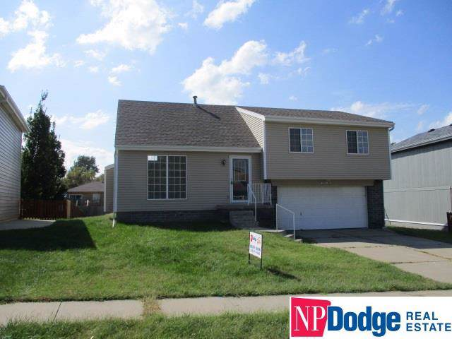 6710 N 110 Avenue, Omaha, NE 68164 (MLS #21922214) :: Nebraska Home Sales