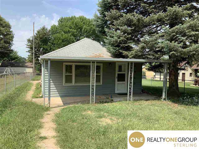 4460 S 45th Street, Omaha, NE 68117 (MLS #21925702) :: The Briley Team