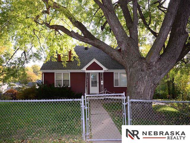 2045 N 67th Street, Omaha, NE 68104 (MLS #21926779) :: Omaha Real Estate Group