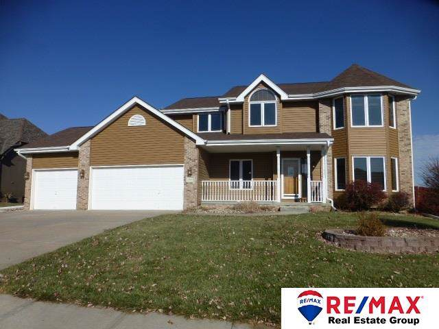 1902 Aberdeen Drive, Papillion, NE 68133 (MLS #21927741) :: Lincoln Select Real Estate Group