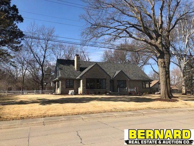 1301 S 5th Avenue, Beatrice, NE 68310 (MLS #22003853) :: Stuart & Associates Real Estate Group