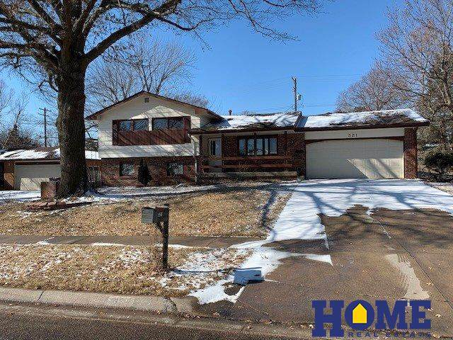 321 Taylor Park Drive, Lincoln, NE 68510 (MLS #22003957) :: Complete Real Estate Group