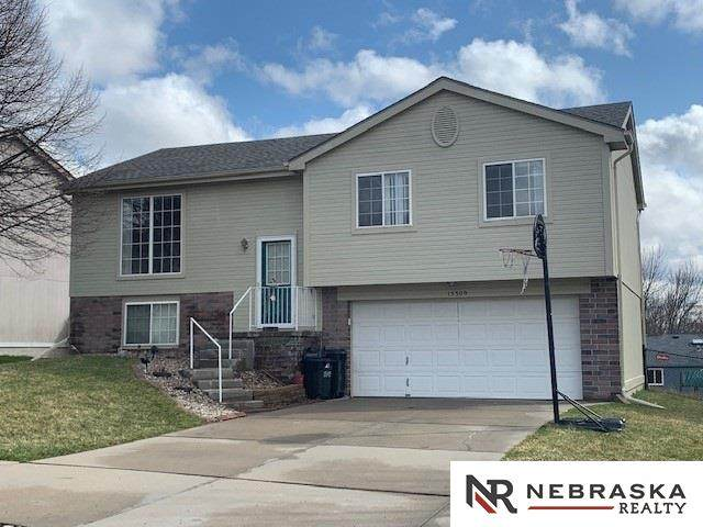 15309 Wirt Street, Omaha, NE 68116 (MLS #22007153) :: One80 Group/Berkshire Hathaway HomeServices Ambassador Real Estate