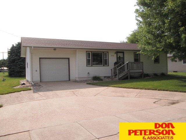 206 N Aberley Avenue, Hartington, NE 68739 (MLS #22015146) :: kwELITE