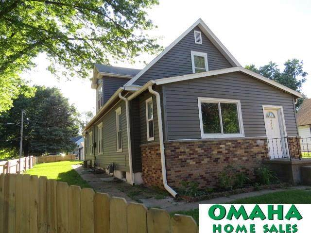 4230 S 36 Avenue, Omaha, NE 68107 (MLS #22015589) :: One80 Group/Berkshire Hathaway HomeServices Ambassador Real Estate