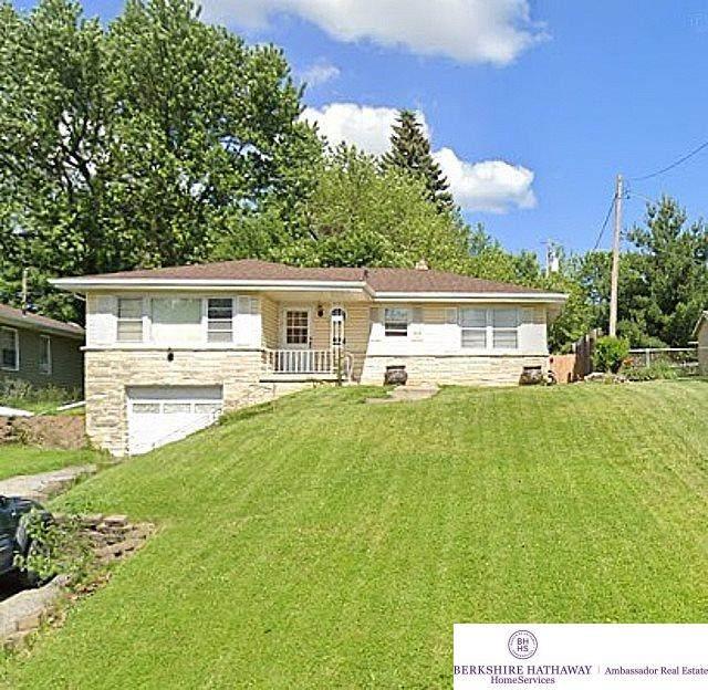 3019 S 44 Street, Omaha, NE 68105 (MLS #22017061) :: Omaha Real Estate Group