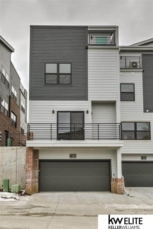 3113 Mayberry Plaza, Omaha, NE 68105 (MLS #22018072) :: Capital City Realty Group