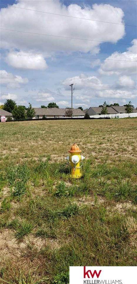 10829 Fairway Drive, Omaha, NE 68136 (MLS #22018673) :: Omaha Real Estate Group