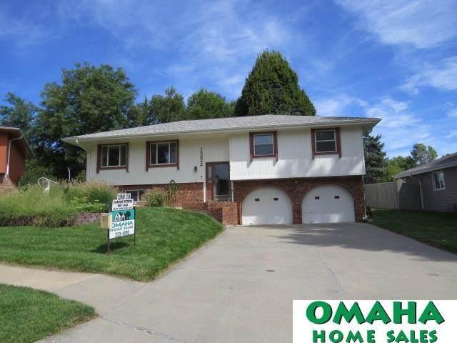 15222 Douglas Circle, Omaha, NE 68154 (MLS #22021870) :: Catalyst Real Estate Group