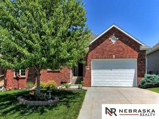 7524 Phares Drive, Lincoln, NE 68516 (MLS #22024125) :: kwELITE