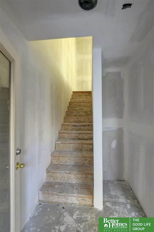 1055 Johnston Plaza, Omaha, NE 68108 (MLS #22026094) :: Stuart & Associates Real Estate Group