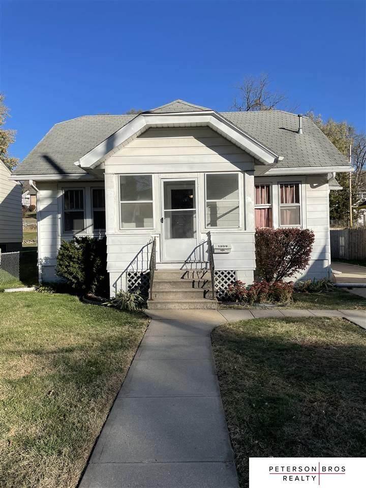 1209 55 Street - Photo 1