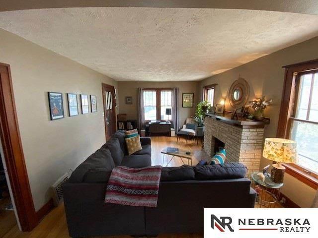 5223 Pacific Street, Omaha, NE 68106 (MLS #22028913) :: Stuart & Associates Real Estate Group