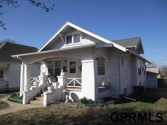 1127 D Street, Fairbury, NE 68352 (MLS #22106167) :: kwELITE