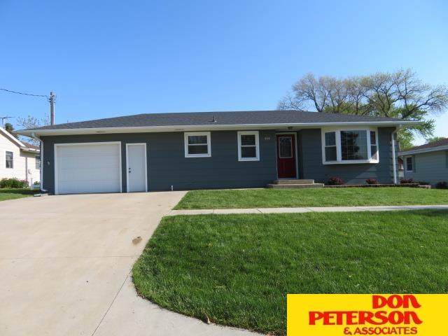 404 W Hoese Street, Hartington, NE 68739 (MLS #22109873) :: The Briley Team