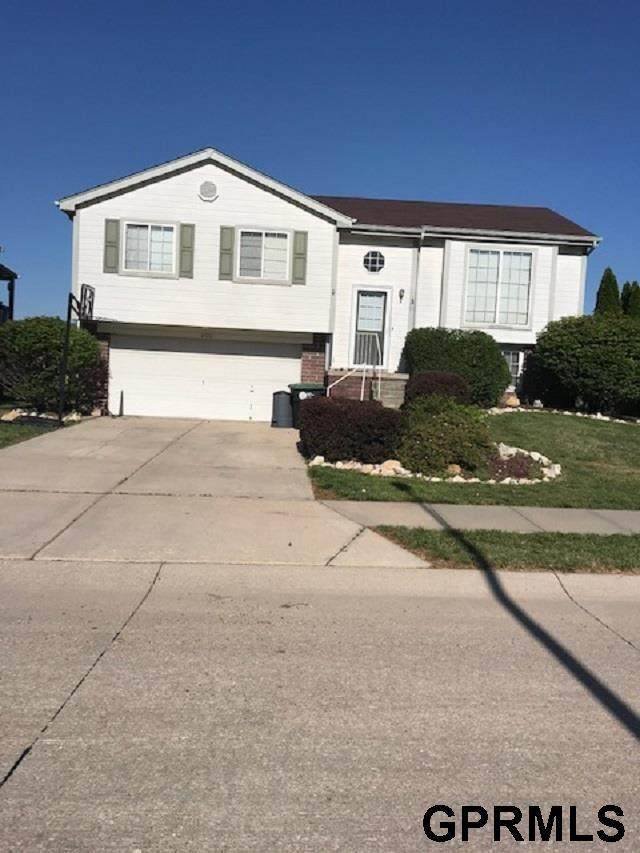6426 S 164th Avenue, Omaha, NE 68135 (MLS #22114058) :: Don Peterson & Associates