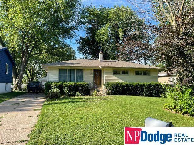 8069 Castelar Street, Omaha, NE 68124 (MLS #22117293) :: Omaha Real Estate Group
