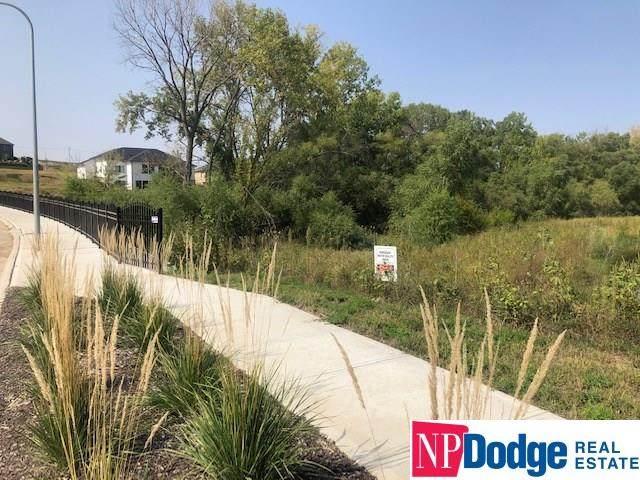 8021 N 166 Street, Bennington, NE 68007 (MLS #22122415) :: Elevation Real Estate Group at NP Dodge