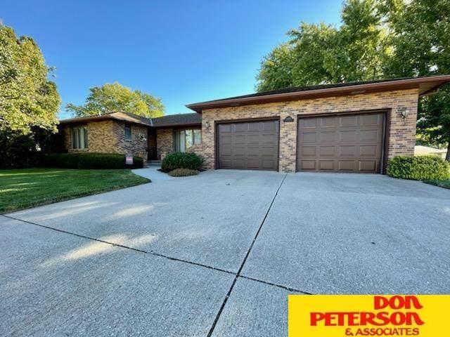 1408 Stanford, Fremont, NE 68025 (MLS #22122525) :: Don Peterson & Associates