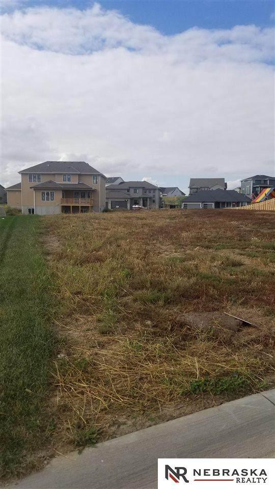 660 N 11th Circle, Springfield, NE 68059 (MLS #22123829) :: Catalyst Real Estate Group