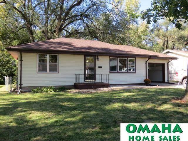1414 Maenner Drive, Omaha, NE 68114 (MLS #22125013) :: Complete Real Estate Group
