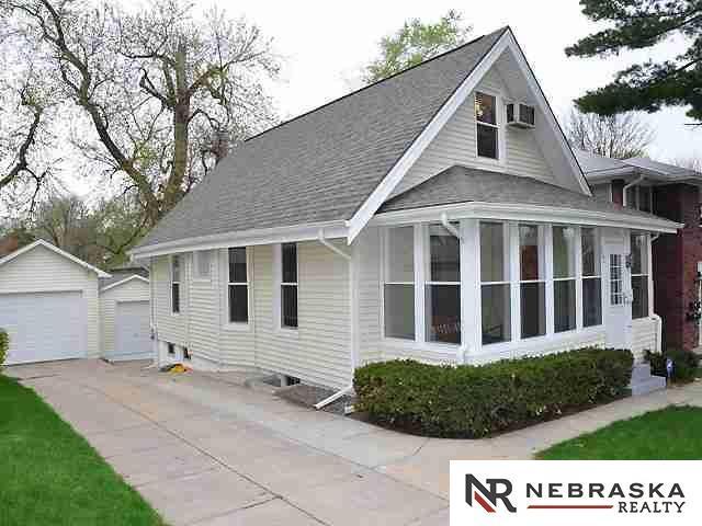 632 N 47 Street, Omaha, NE 68132 (MLS #21800926) :: Omaha's Elite Real Estate Group