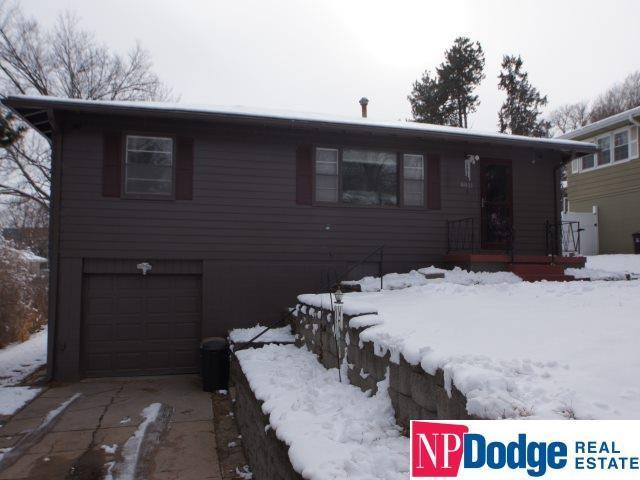 8821 Nicholas Street, Omaha, NE 68114 (MLS #21900878) :: Complete Real Estate Group