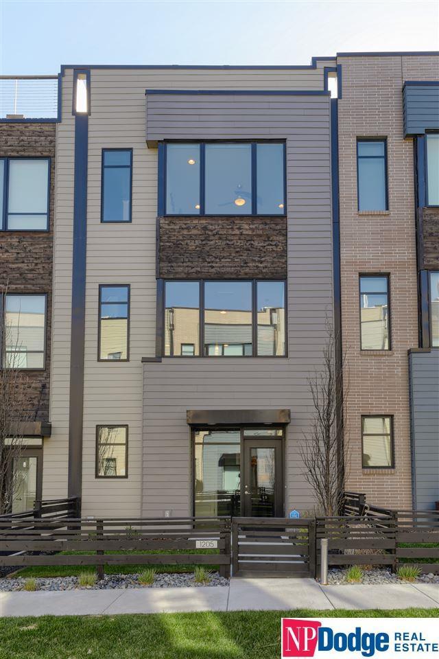 1205 S 10 Court, Omaha, NE 68108 (MLS #21906393) :: Omaha Real Estate Group