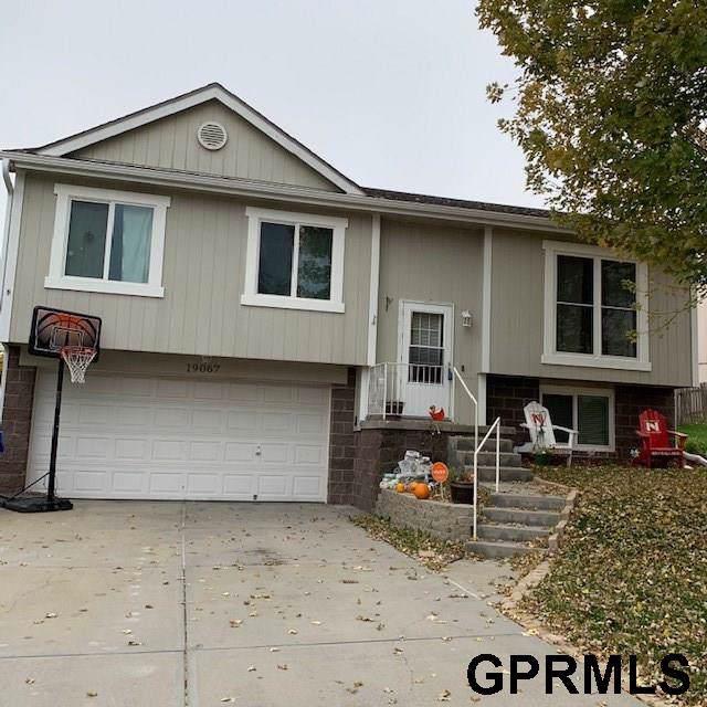 19067 U Street, Omaha, NE 68135 (MLS #21925588) :: Omaha's Elite Real Estate Group