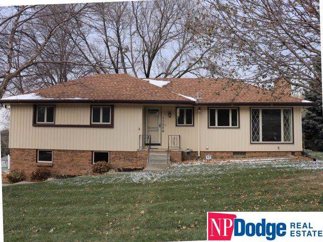 11506 Roanoke Boulevard, Omaha, NE 68164 (MLS #21926903) :: Omaha Real Estate Group