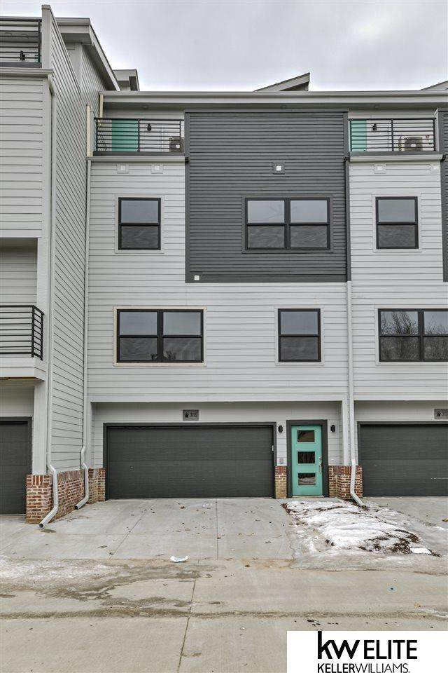935 S 33rd Terrace Plaza, Omaha, NE 68105 (MLS #22008877) :: kwELITE