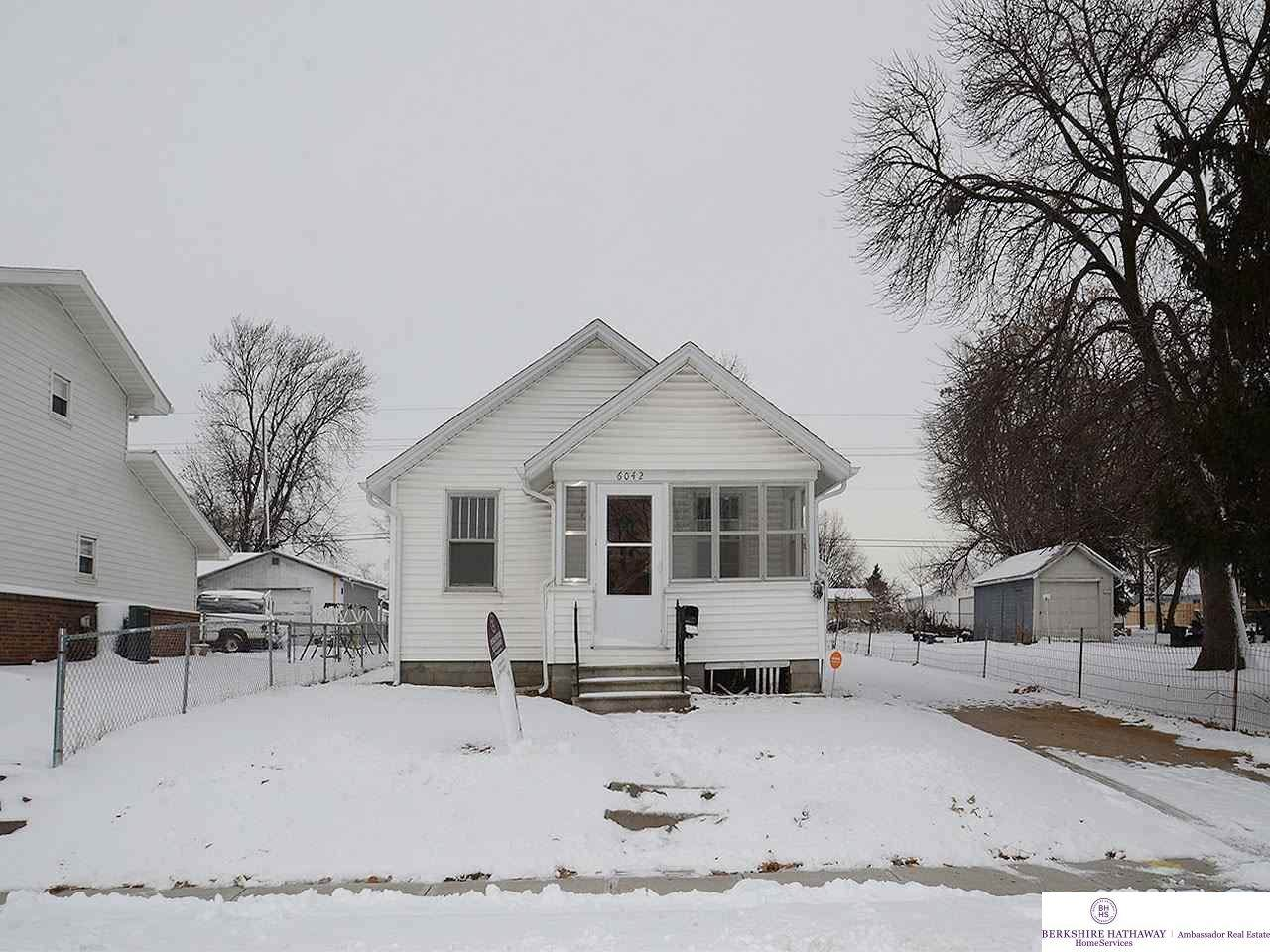 6042 37 Street - Photo 1