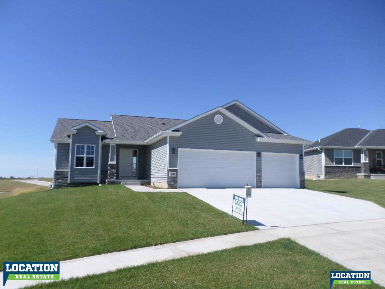 1045 Oakview Drive - Photo 1