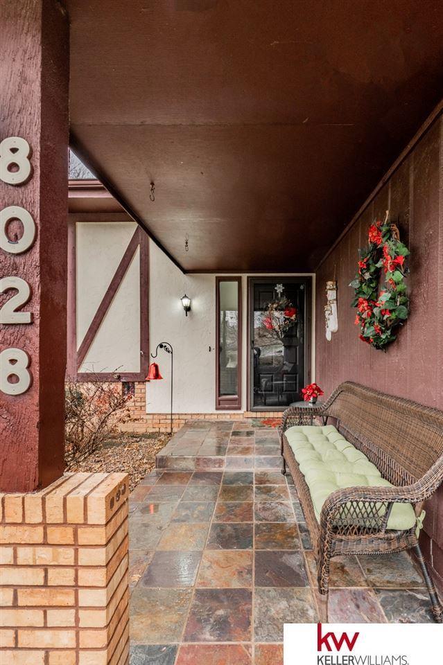 8028 Raven Oaks Drive, Omaha, NE 68152 (MLS #21821412) :: Omaha Real Estate Group