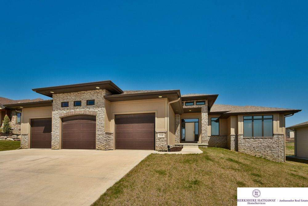518 Brentwood Drive - Photo 1