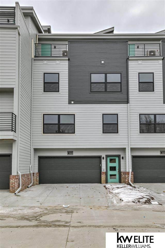 931 S 33rd Terrace Plaza, Omaha, NE 68105 (MLS #22008874) :: kwELITE
