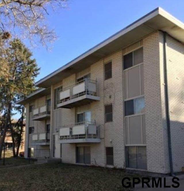 2445 E Street, Lincoln, NE 68510 (MLS #22028372) :: kwELITE