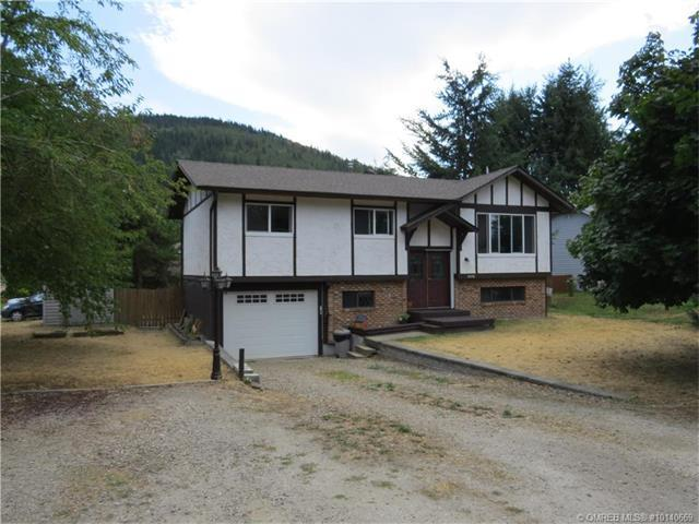 1690 15 Avenue Southeast, Salmon Arm, BC V1E 2E7 (MLS #10140669) :: Shuswap Real Estate by Stacey Leigh