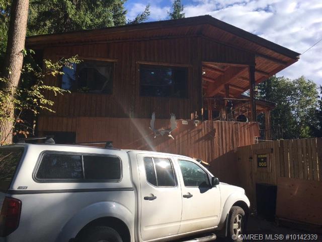 2690 Abbey Place, Anglemont, BC V0E 1L0 (MLS #10142339) :: Walker Real Estate
