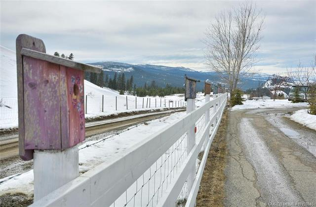2879 Highway 33, E, Kelowna, BC V1P 1H2 (MLS #10152840) :: Walker Real Estate