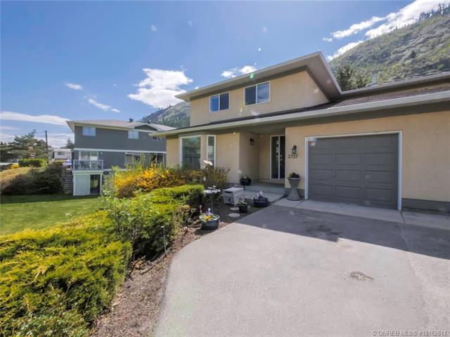2737 Riffington Place,, West Kelowna, BC V1Z 3L1 (MLS #10162611) :: Walker Real Estate