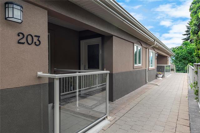 #203 4433 Gordon Drive,, Kelowna, BC V1W 1S9 (MLS #10185650) :: Walker Real Estate Group