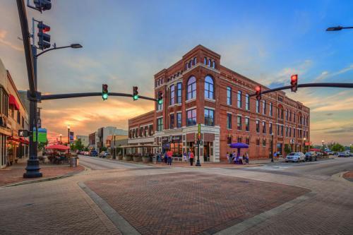 100 Allen Street, Unit 2B, Owensboro, KY 42303 (MLS #73966) :: Kelly Anne Harris Team