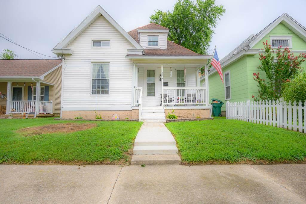 820 Clay Street - Photo 1