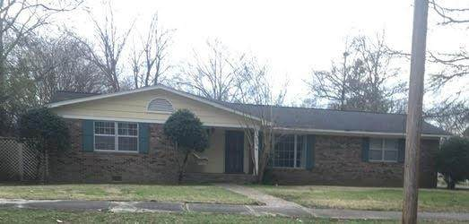 305 Chulahoma, HOLLY SPRINGS, MS 38635 (MLS #145112) :: Oxford Property Group
