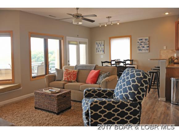 26 Emerald Bay Drive 2C, Lake Ozark, MO 65049 (MLS #3126437) :: Coldwell Banker Lake Country