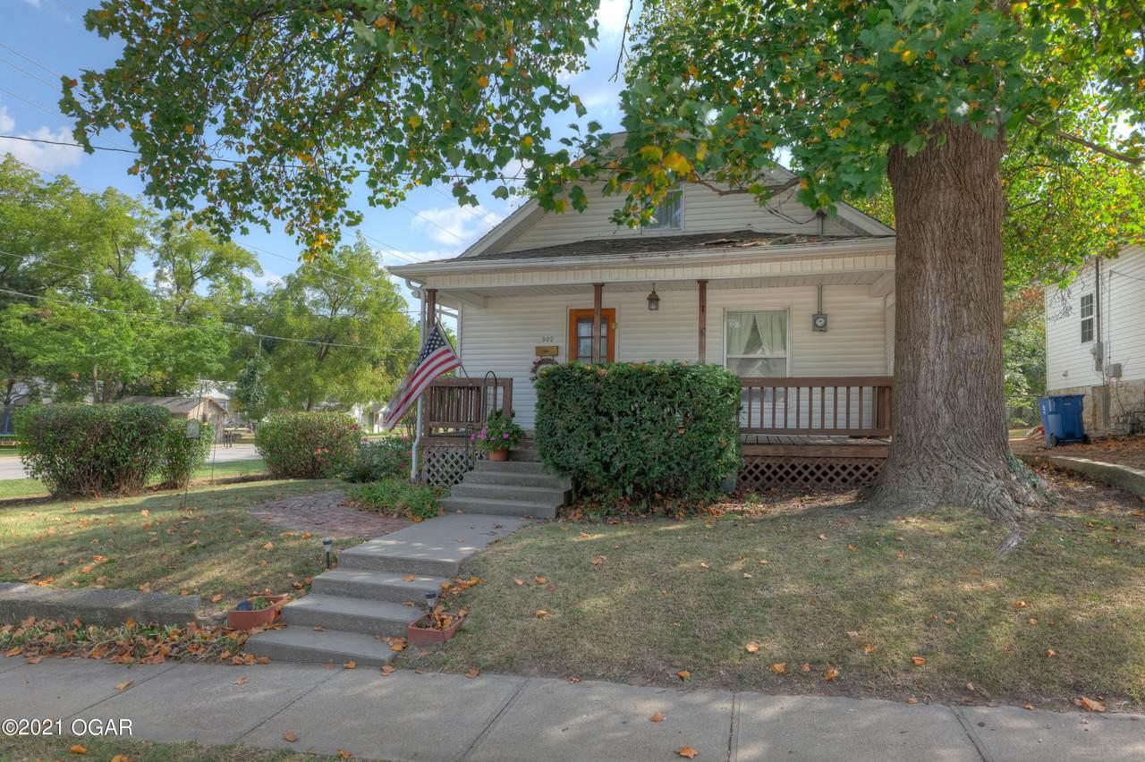 902 Chestnut Street - Photo 1